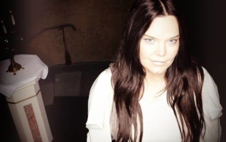 Anette Olzon: ex-vocalista do Nightwish revela line-up de sua banda solo