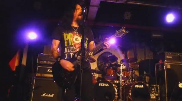 Prong: banda executa nova música em show na Inglaterra