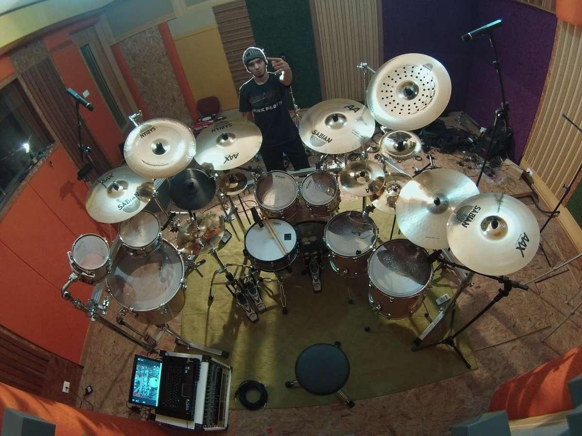 Bruno Valverde, de 23 anos, é o novo baterista do Angra