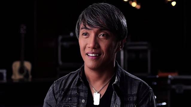 Journey: Pineda diz que posto de vocalista é de Perry por direito
