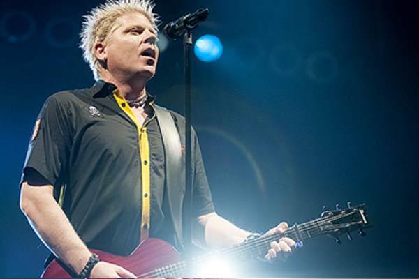 The Offspring: vocalista é processado por não pagar compra de avião particular