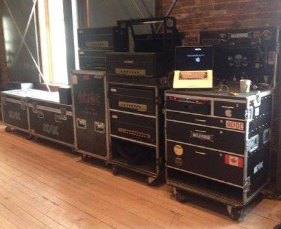Cases com equipamentos do AC/DC já estão em estúdio no Canadá