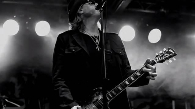 """Down 'n' Outz: disponível clipe para a faixa """"Rock and Roll Queen"""""""