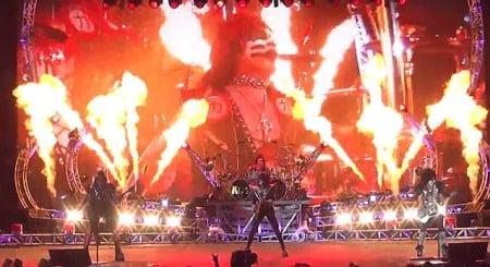 Kiss e Def Leppard: vídeo mostra abertura do primeiro show da turnê conjunta
