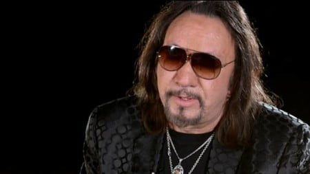 Ace Frehley: formatos e track lists da edição europeia do novo disco