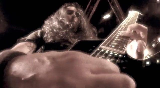 """Gus G.: assista ao novo clipe do guitarrista, para a faixa """"Blame It on Me"""""""