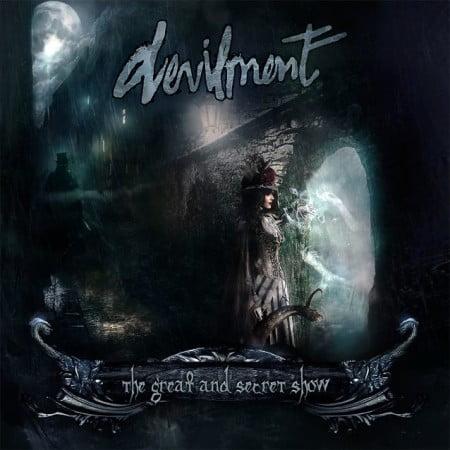 """Capa de """"The Great and Secret Show"""", o disco de estreia do Devilment"""