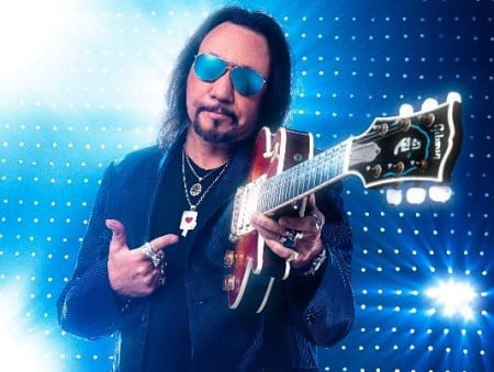 "Ace Frehley: ouça ""Space Invader"", faixa-título do novo disco solo do guitarrista"