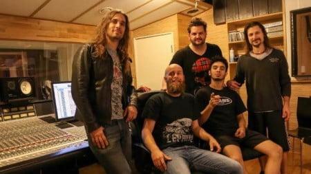Angra e o produtor Jens Borgem em estúdio