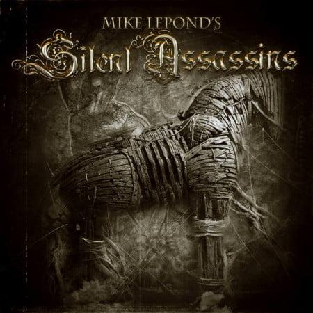 """Capa de """"Silent Assassins"""", o debut solo do baixista do Symphony X"""