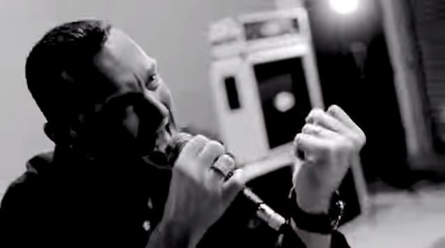"""One Machine: veja o clipe para """"The Distortion of Lies and the Overdriven Truth"""""""