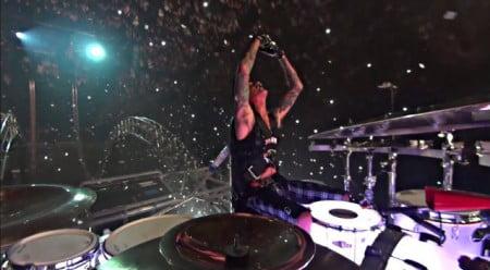 "Mötley Crüe: vídeo profissional do solo de Tommy Lee na ""The Final Tour"""