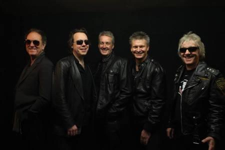 FM: grupo assina contrato com a Frontiers Records