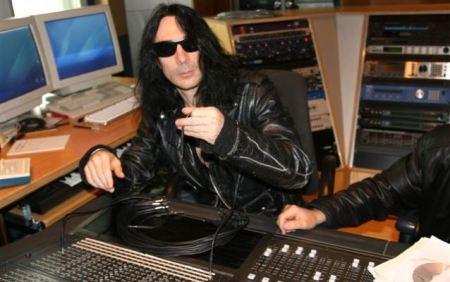 David DeFeis, o líder do Virgin Steele, em estúdio (Foto: divulgação)