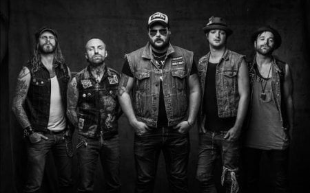 Denimgoat: músicos do Backyard Babies, Mustasch e Vains of Jenna montam grupo