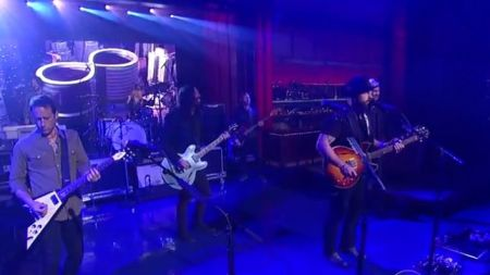 "Foo Fighters: cover para ""War Pigs"", do Black Sabbath, no David Letterman"