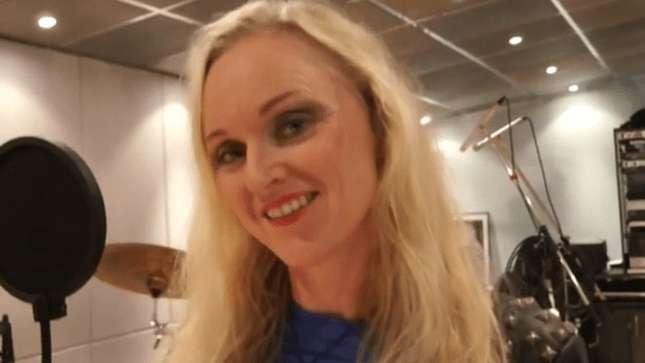 """Liv Kristine: vídeo mostra cenas do """"making of"""" do novo álbum"""