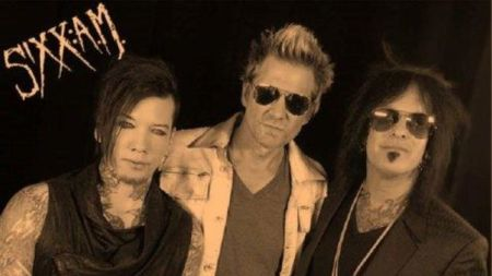 "Sixx A.M.: veja o lyric video para ""Give Me A Love"""