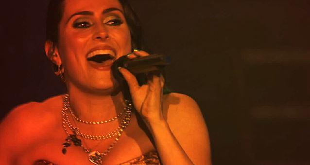 "Within Temptation: clipe ao vivo para ""Covered by Roses"", do novo DVD/Blu-ray"