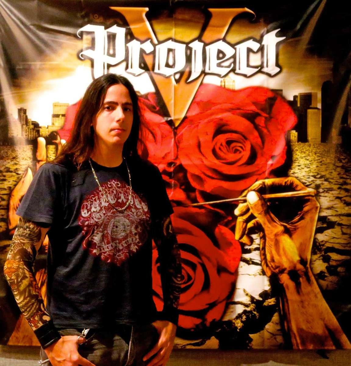 V Project: Brunno Mariante efetivado como vocalista