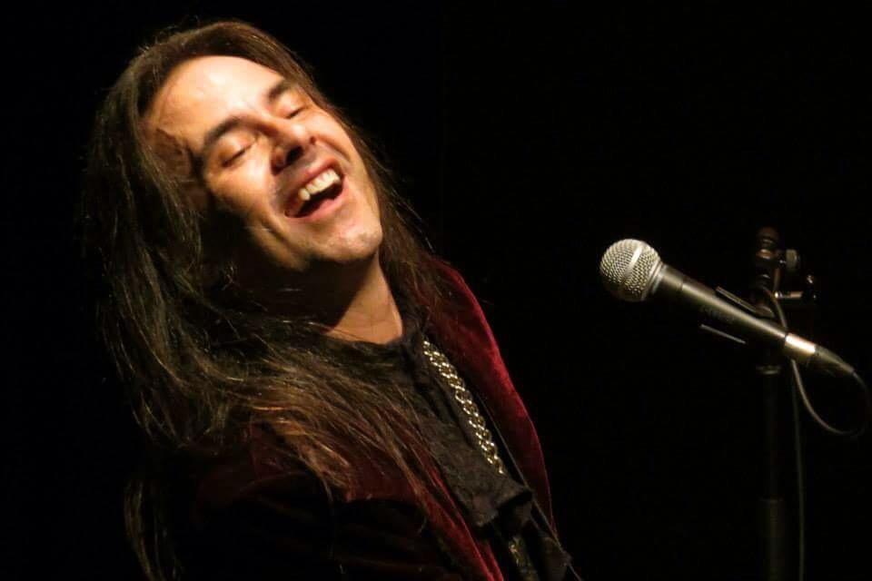 André Matos: vocalista comemora 30 anos de carreira com show na Zone Leste