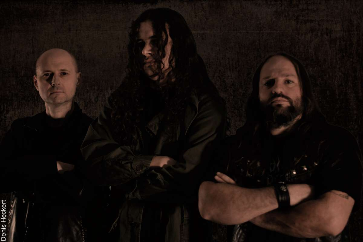 Read more about the article Insane Devotion: novo álbum já disponível para venda