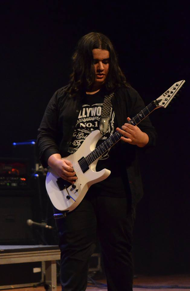 "Luís Kalil: playthrough de guitarra da música ""Keeper Alive"""