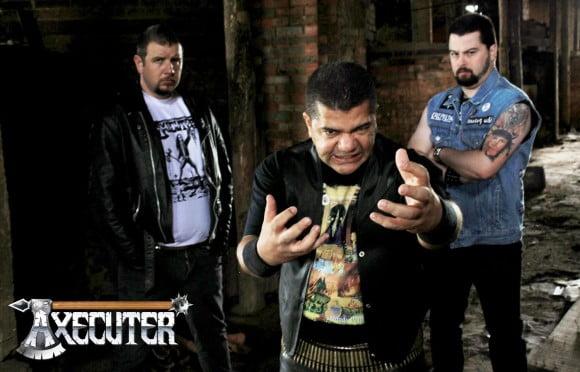 Axecuter: banda homenageia fãs e amigos em lyric vídeo
