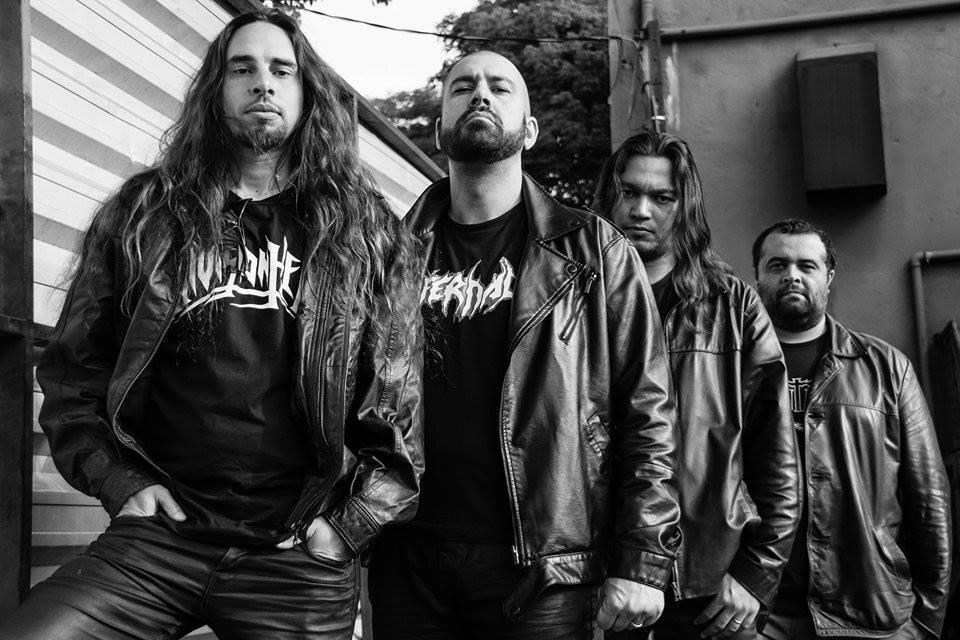 Division Hell: banda esta na capa da October Doom