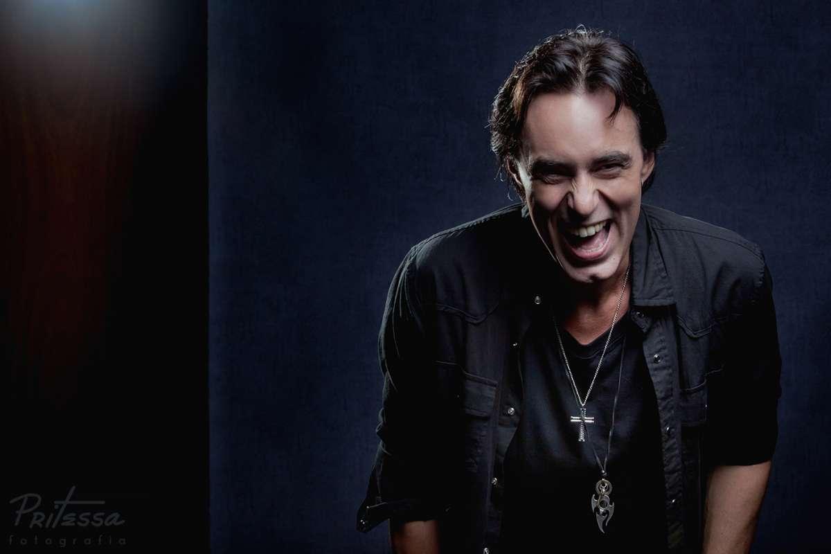 """Alirio Netto participa com o musical """"We Will Rock You"""" do programa Altas Horas neste sábado (21/5)"""