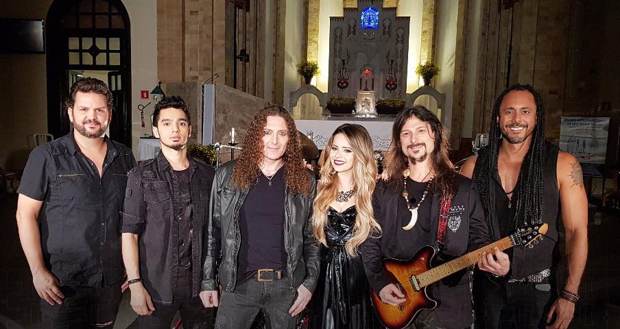 Read more about the article Angra confirma participação de Sandy em gravação de DVD no Tom Brasil