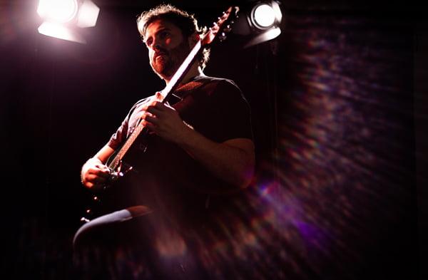 """Read more about the article Lucas Ray Exp: Guitarrista lança single """"Reveries"""" com participação de Bruno Valverde e Alexandre Panta"""