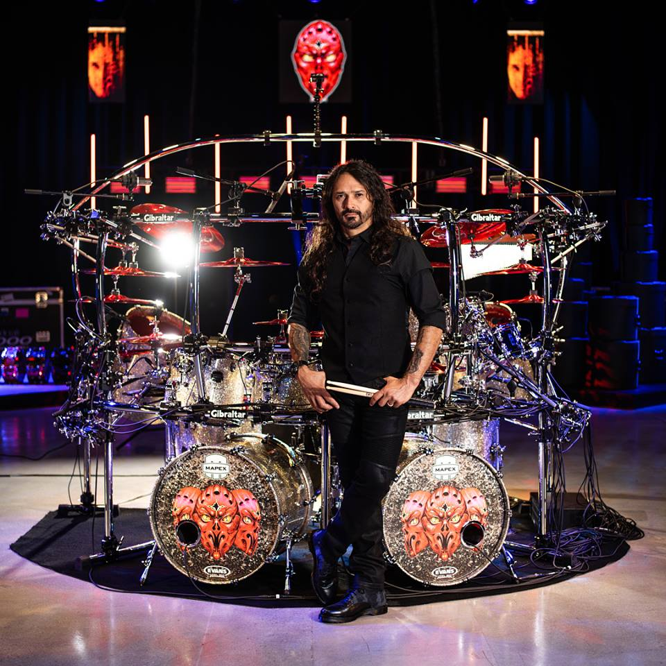 "Aquiles Priester: canal do YouTube atinge marca de 100 mil inscritos após lançamento do vídeo de ""The Glory of the Sacred Truth"" do novo DVD"