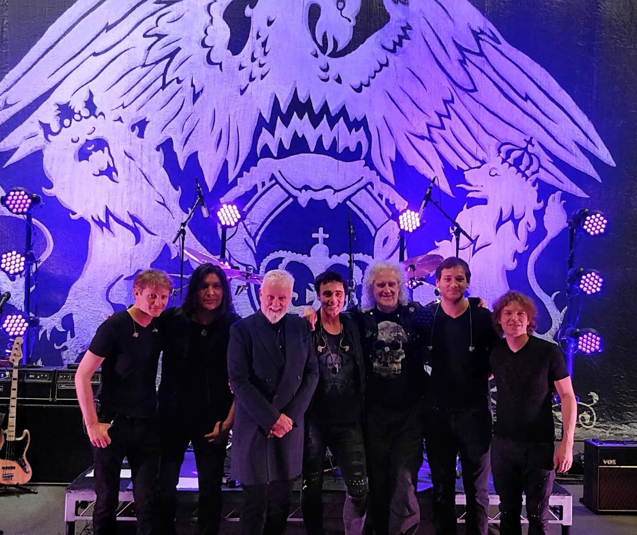 Queen Extravaganza: Produzido por Brian May e Roger Taylor, tributo oficial finalmente chega ao Brasil