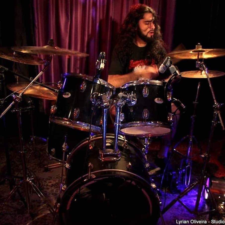 Read more about the article Exylle, em nota, confirma saída amigável do baterista Alex Rodrigues