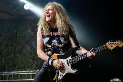 Iron Maiden: Aconteceu! Guitarra de Janick Gers voa para fora do palco durante apresentação