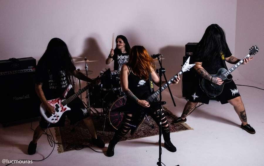 """Sinaya: Banda fecha distribuição de """"Maze Of Madness"""" nos EUA e Canadá"""