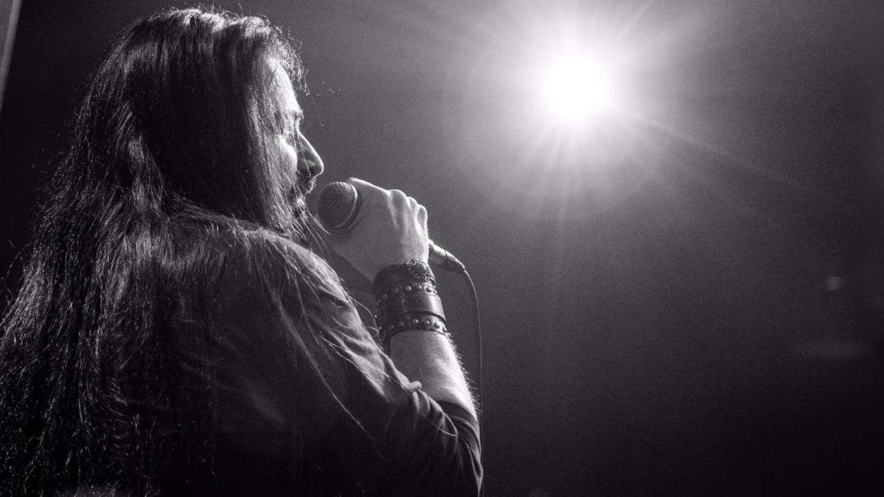 """Silver Mammoth disponibiliza show da """"Singles Tour""""e """"Western Mirror"""" ganha versão física"""