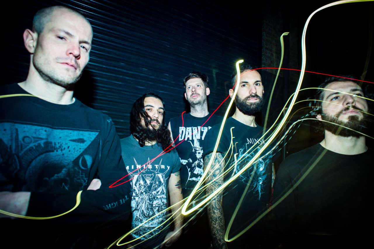 Calligram: quinteto multinacional com brasileiros traz black metal temperado com outros estilos em disco de estreia