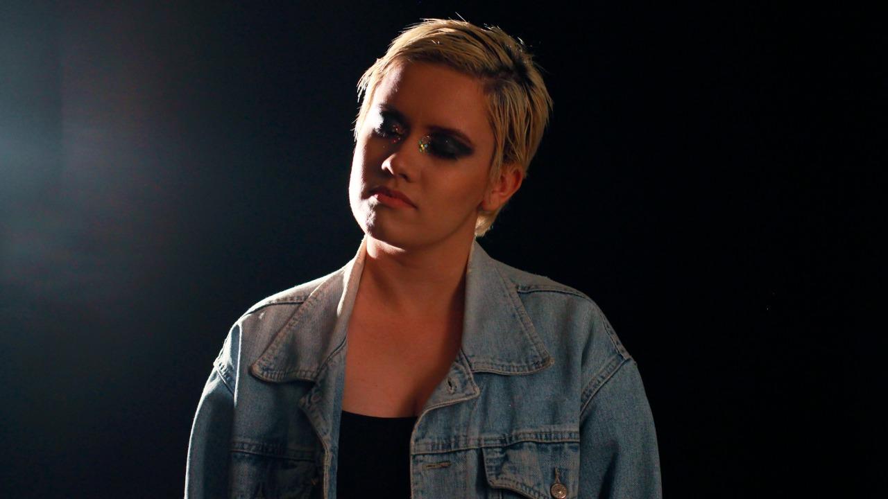 """Assista ao videoclipe de """"Dead Army"""" de Etiene Porto e saiba como ele foi elaborado"""