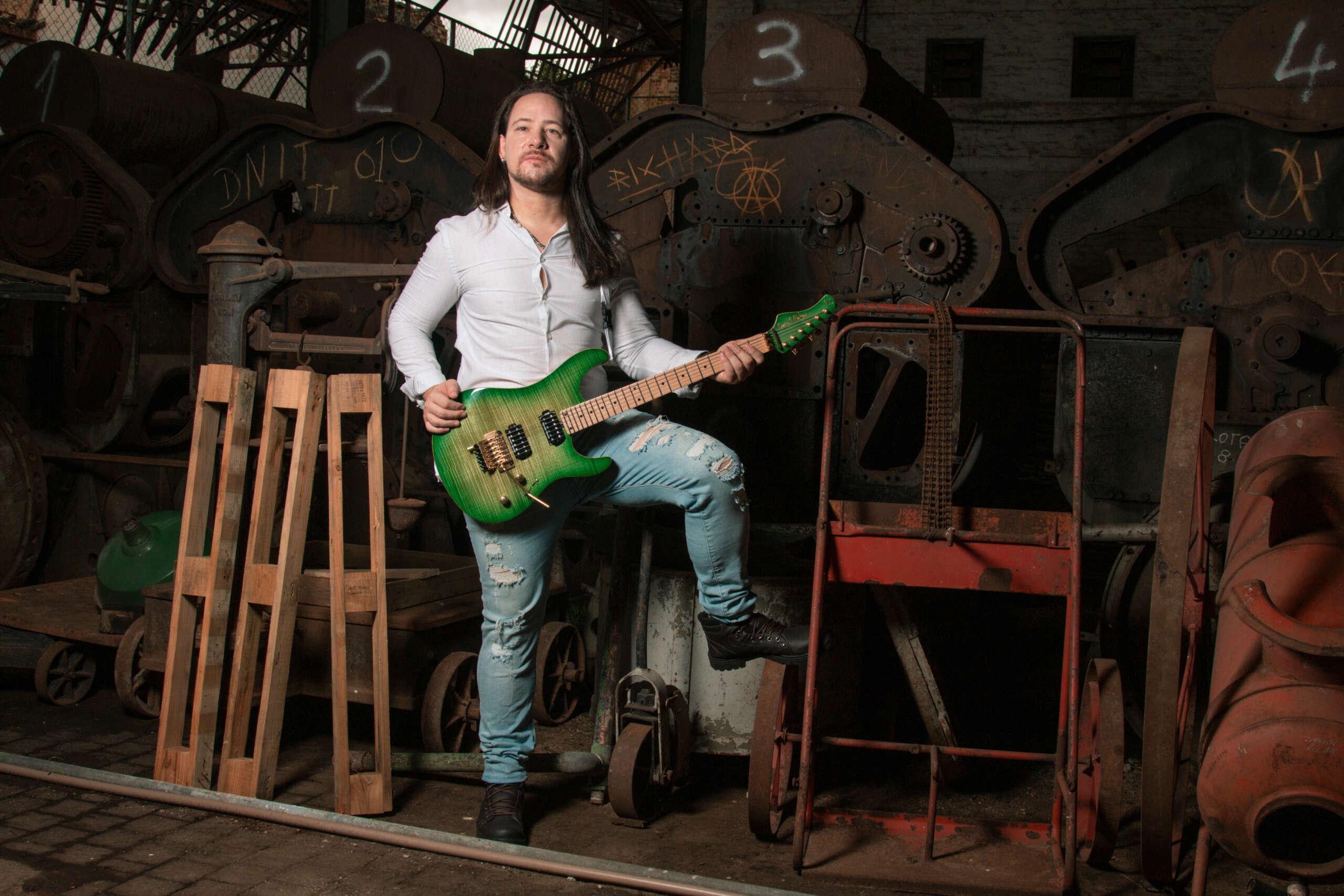 "Gabriel Wintter: Ouça ""Bear It"" segundo álbum solo do guitarrista"