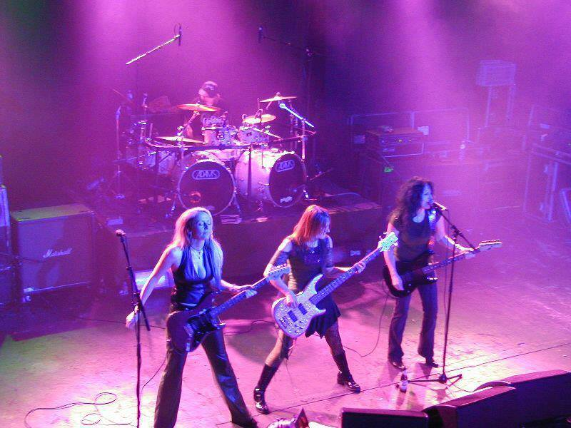 Especial 08/03: mulheres no metal!