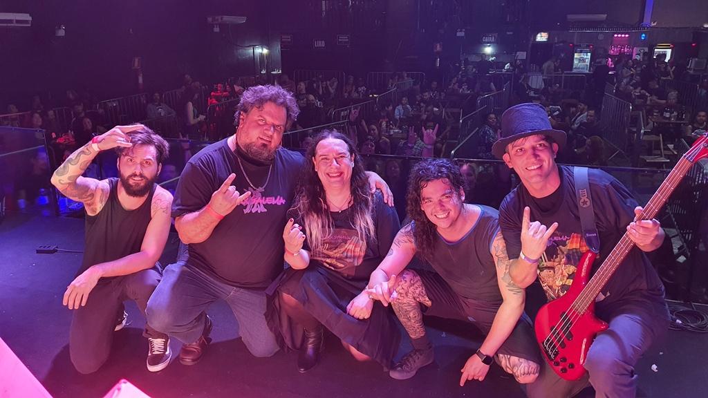 Read more about the article Föxx Salema: Confira vídeos de show de retorno aos palcos