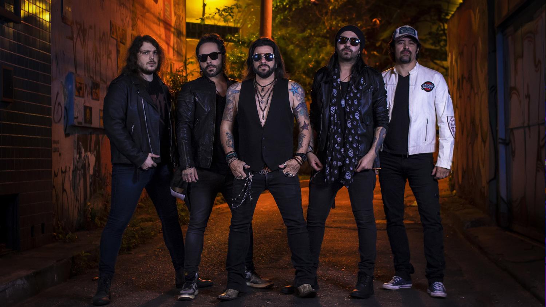 """Nite Stinger coloca hard rock brasileiro em alta com 'Gimme Some Good Lovin"""""""